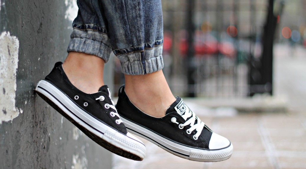 black low cut converse womens